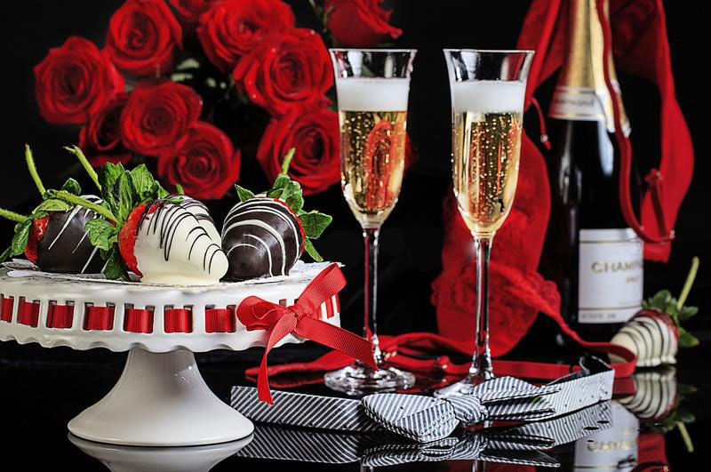 Champagne and chocolate coated strawberries A Williamsburg White House BB, Virginia